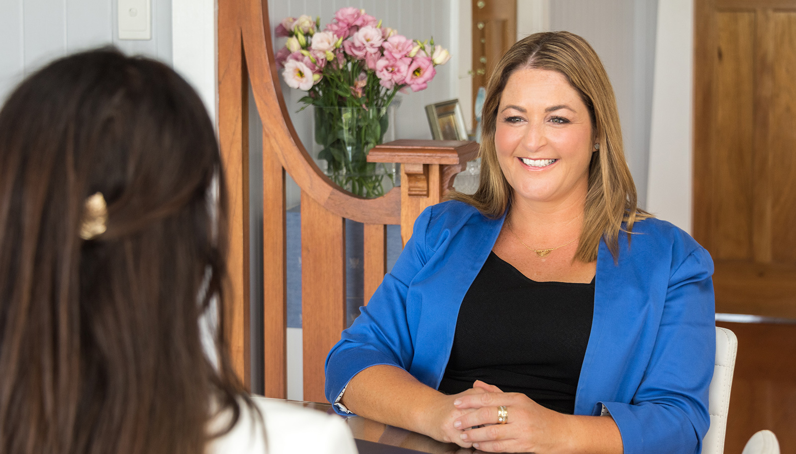Joanna Boyd Buyers Agent helping a client